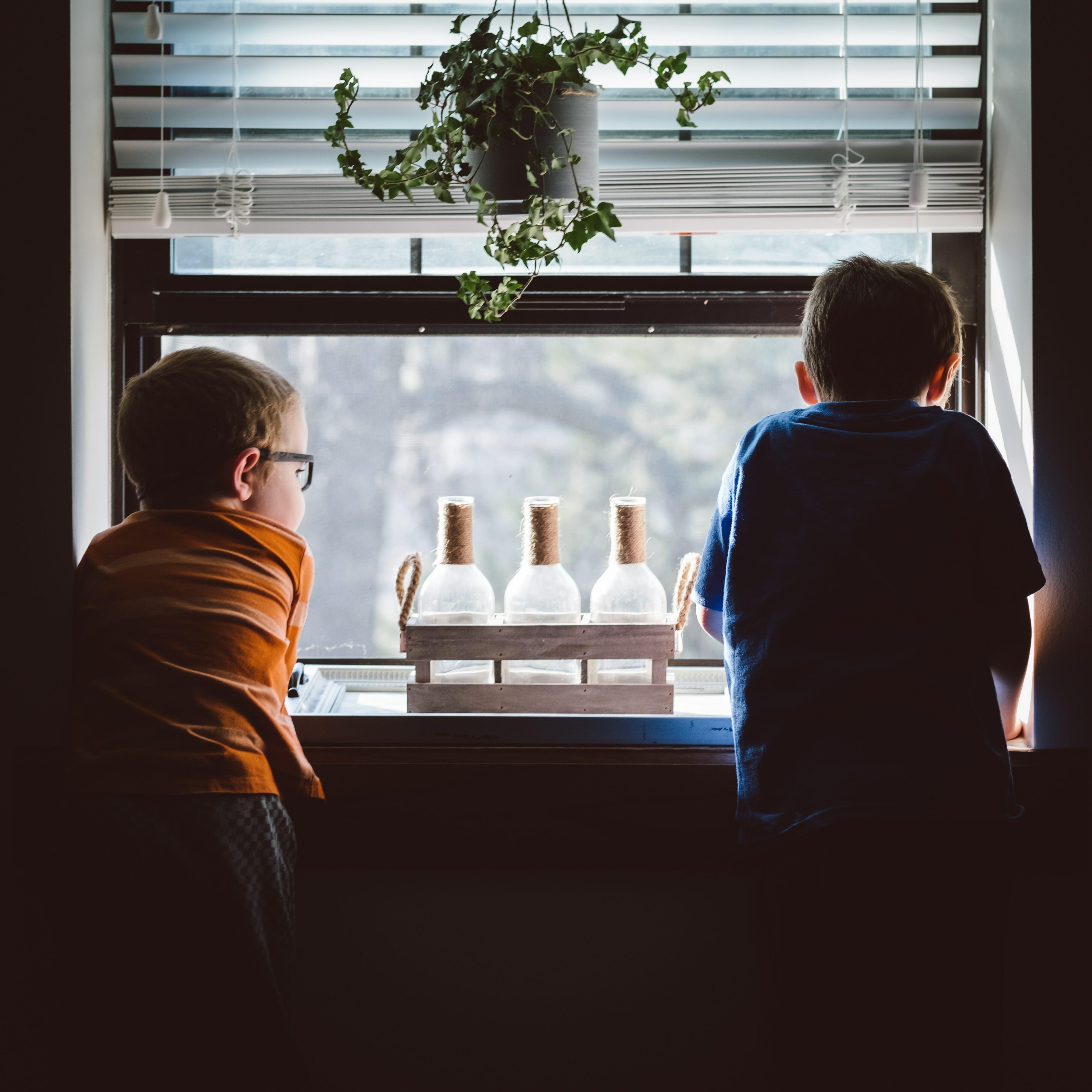 children between parents - 2houses